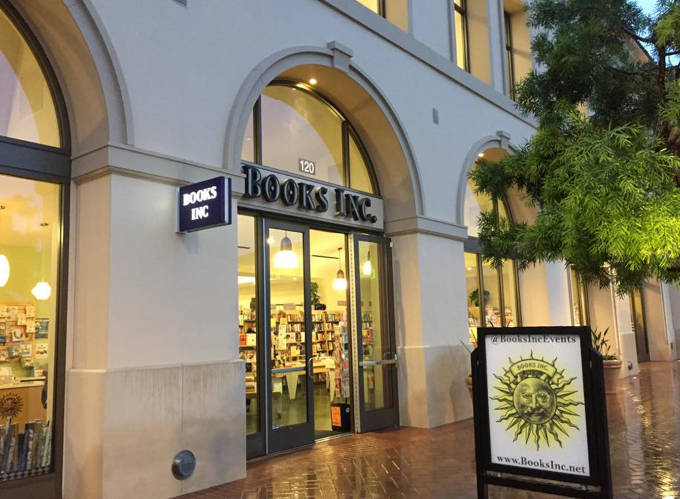 Books Inc. Santa Clara location