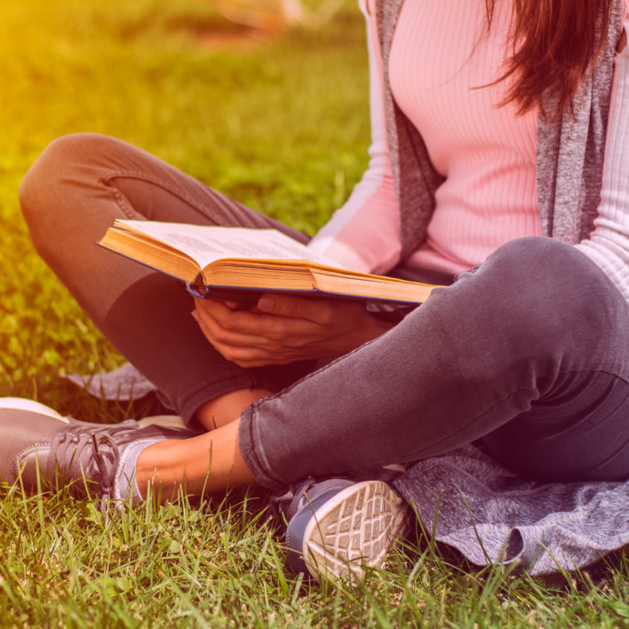 8 Summer Reading Problems Only Booklovers Will Understand
